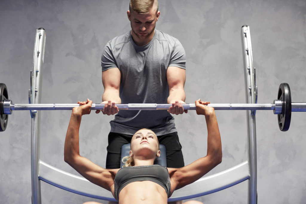 Beim Bankdrücken kommen viele Muskeln zum Einsatz