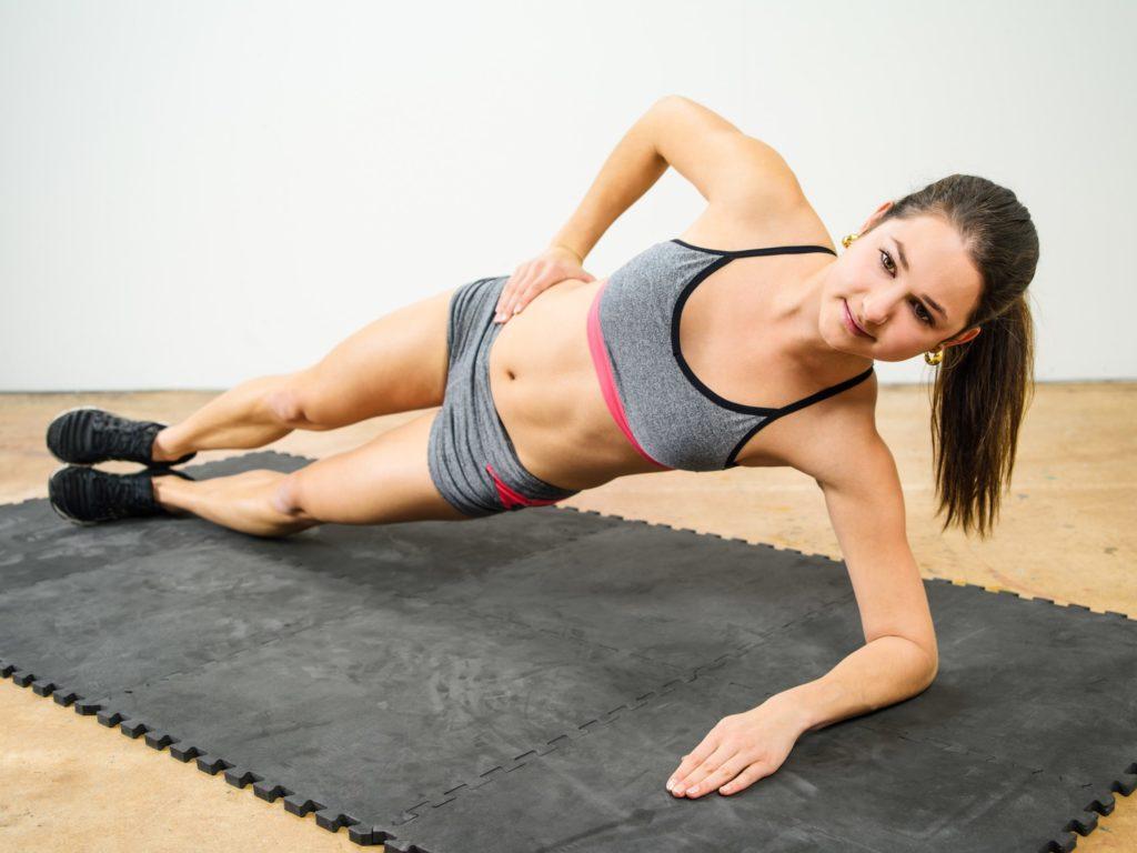 Side-Plank-Position für einen starken Core