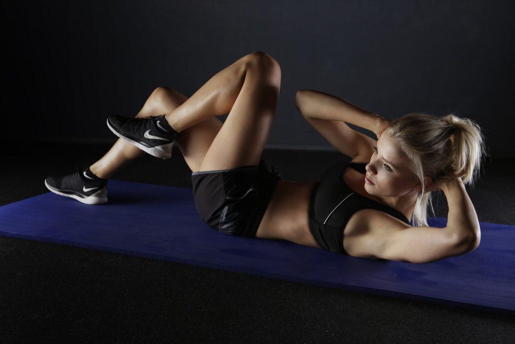 Mit starken Bauchmuskeln gegen Rückenschmerzen