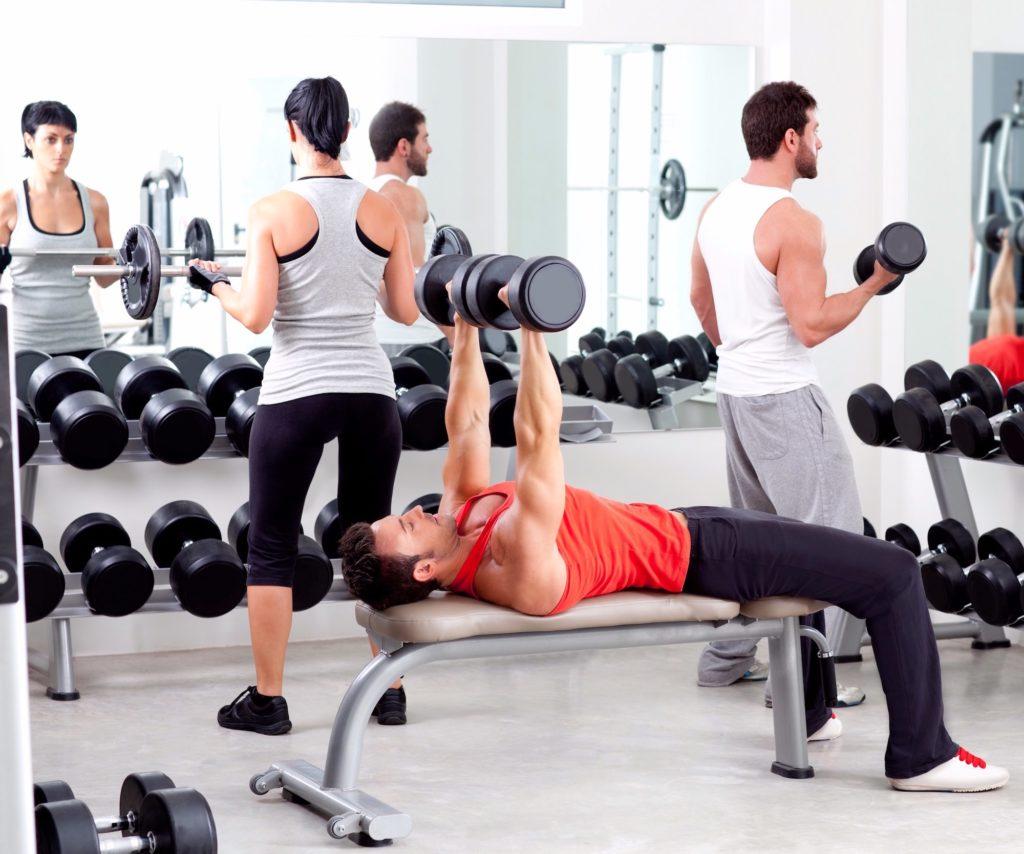 Beim Training mit niedrigen Gewichten auf die Muskeln konzentrieren
