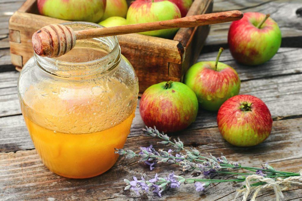 Honig gehört zu dem süßen Alternativen