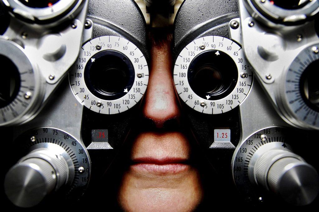 Sehprüfung beim Augenarzt