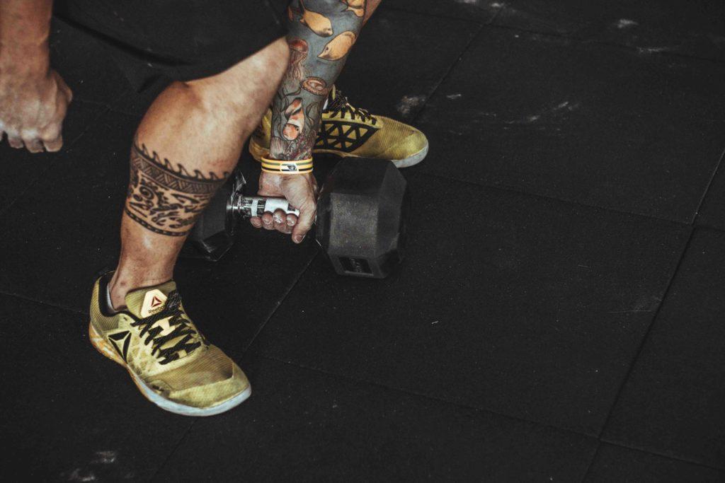 Wer leistungsorientiert trainiert, sollte über ein Tattoo lieber zweimal nachdenken