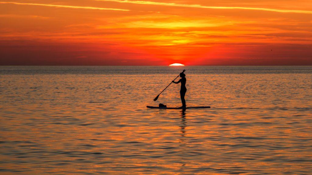 Stand-up-paddling kräftigt viele Muskeln