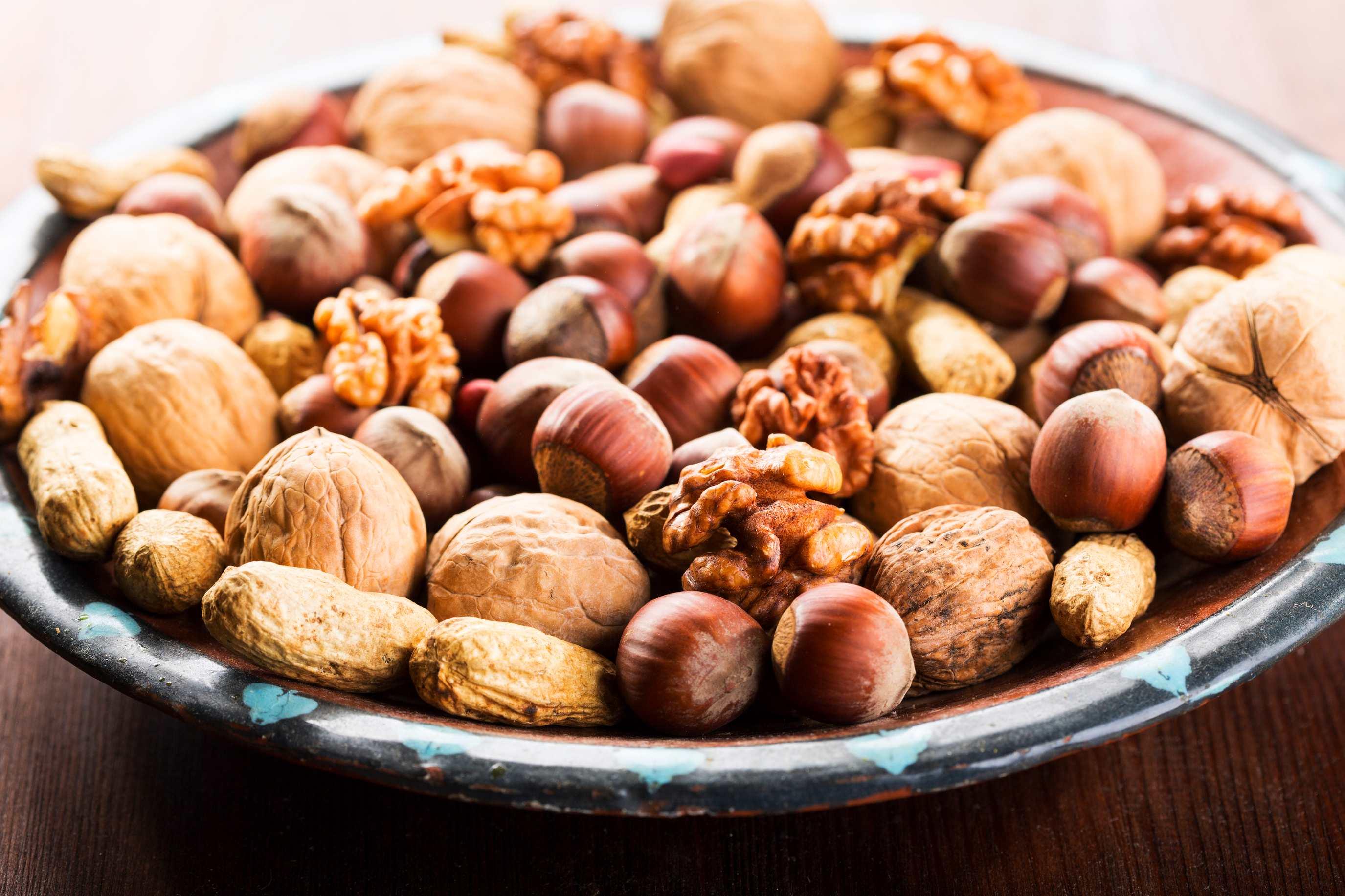 Картинка тарелки с орехами