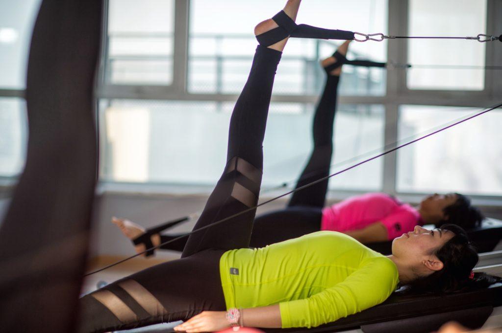 Eine gute Körperhaltung verbessert die Gehirnleistung. Pilates hilft dabei.