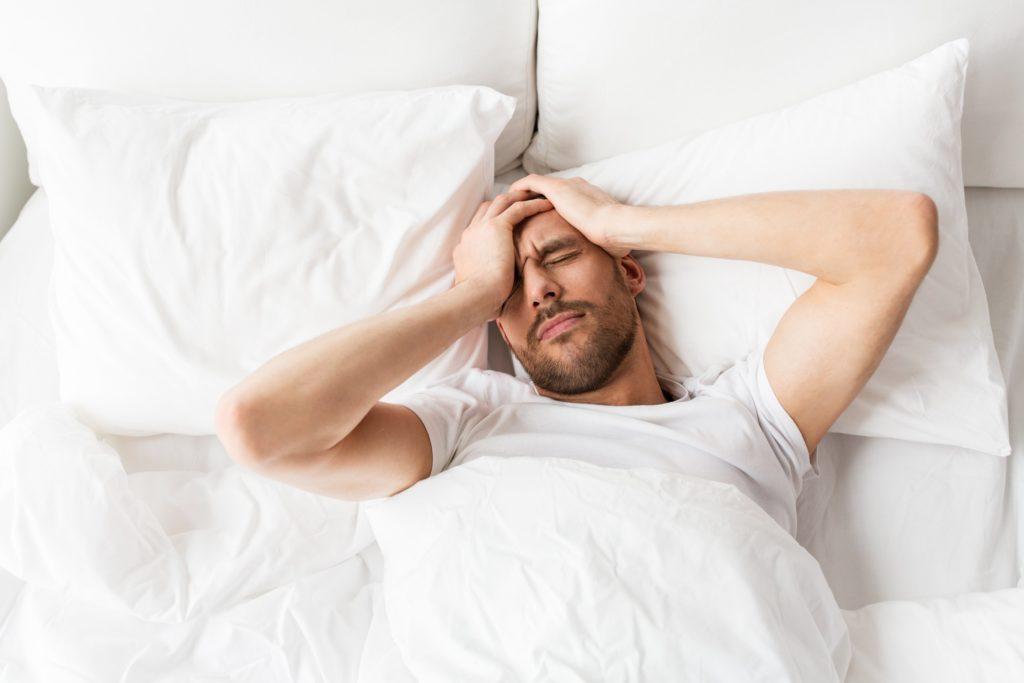 Schlafstörungen sind beim Übertrainingssyndrom sehr häufig.