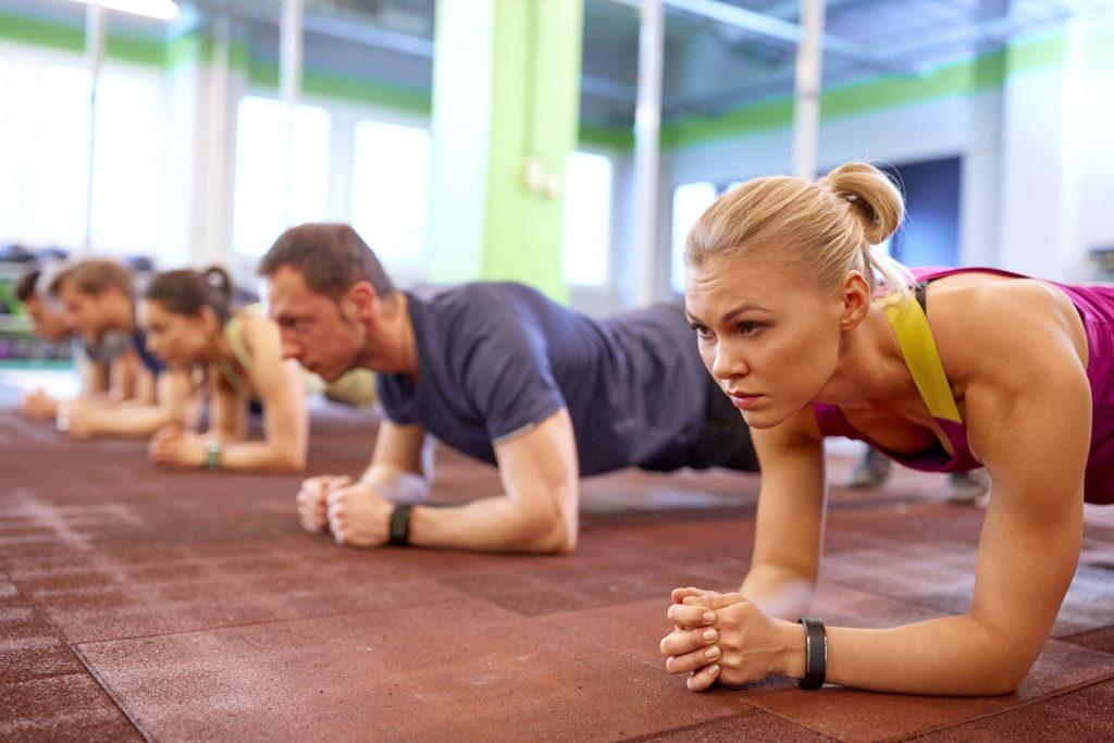 Planks machen einen starken Core