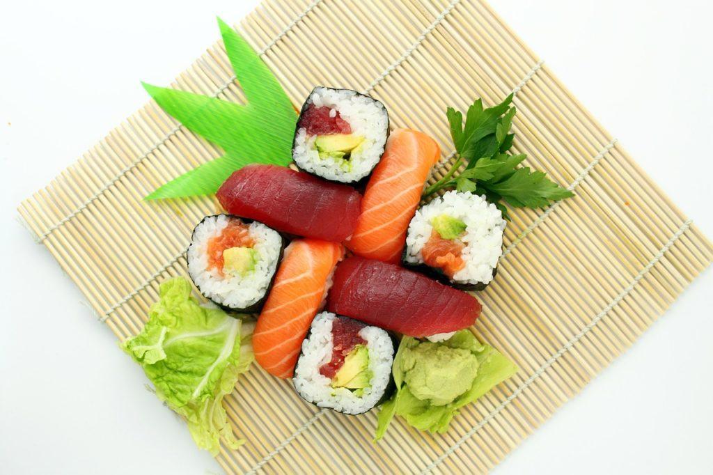 Wer gerne Sushi isst, kommt an Algen kaum vorbei