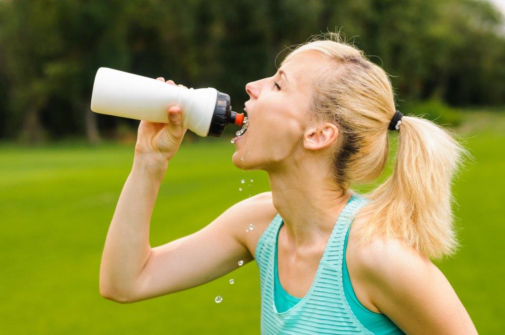 Bloß nicht gleich beim ersten Schweißtropfen was trinken