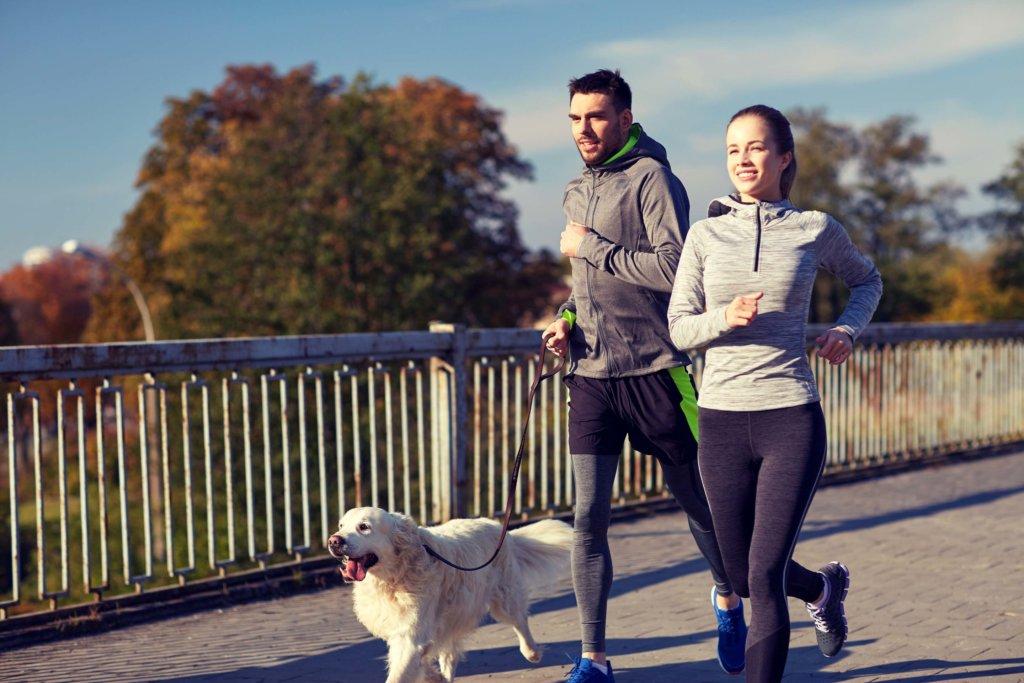 Beim Lauftraining kannst Du je nach Bedarf auf Zeit oder Distanz achten