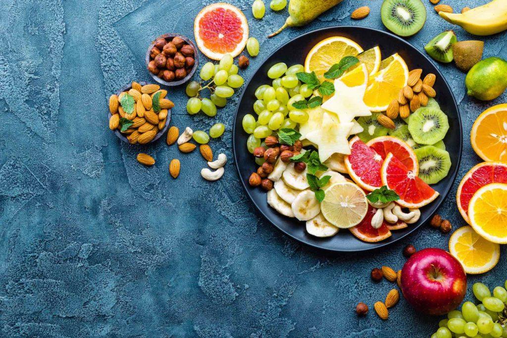 Obst und Nüsse nach einem Trainingslauf